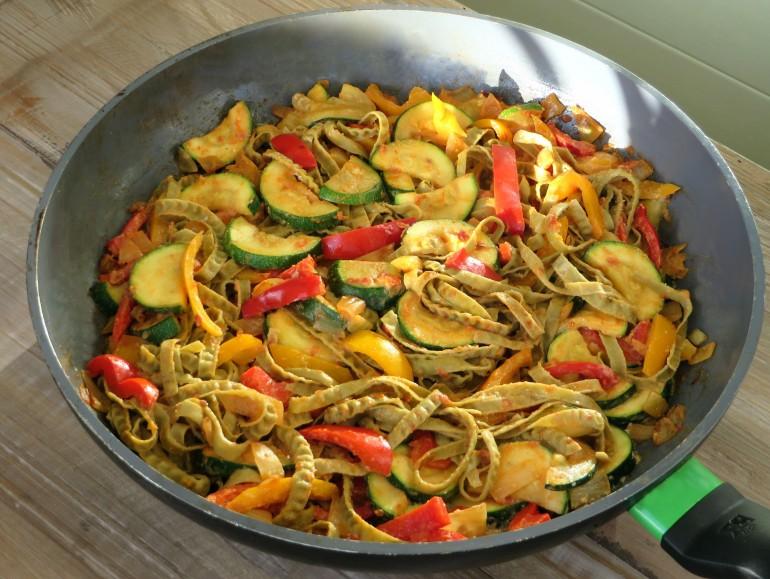 Creamy sundried tomato pasta, low carb vegan