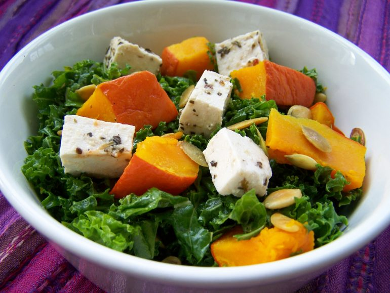 Kale-pumpkin salad, low carb vegan
